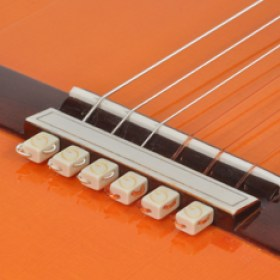 string-tie-white-guitar